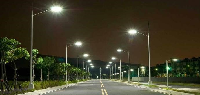 Đèn cao áp trong tuyến đường giao thông