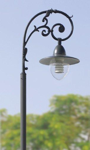 Mẫu đèn mai sân vườn