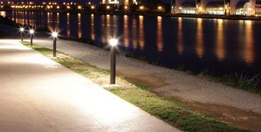 Mẫu đèn sân vườn tiết kiệm tối đa điện năng, thân thiện với môi trường và an toàn với người sử dụng