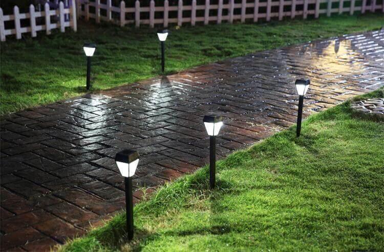 Bố trí đèn sân vườn hợp lý (ảnh minh họa)