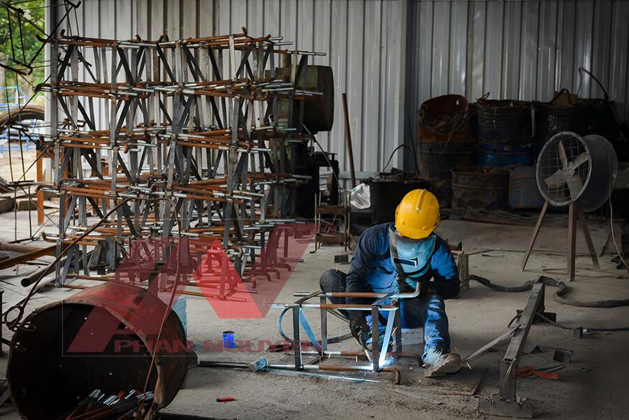 Phan Nguyễn sản xuất bulong móng cột