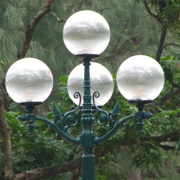Đèn Cầu Trong Trang Trí Sân Vườn