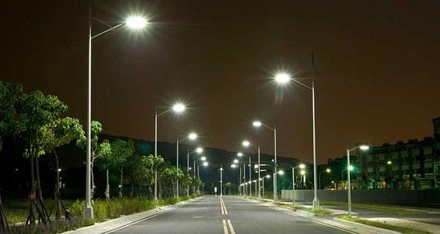 Bộ đèn đường LED tiết kiệm điện và năng lượng tối đa