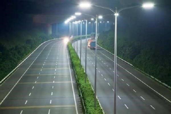 Hệ thống đèn đường tiết kiệm điện là vấn đề nhiều đơn vị quản lý quan tâm