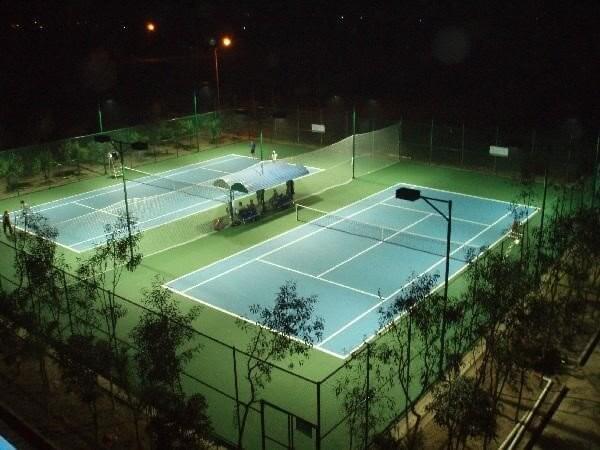 Cột đèn cao áp dùng cho sân tennis đẹp và chất lượng