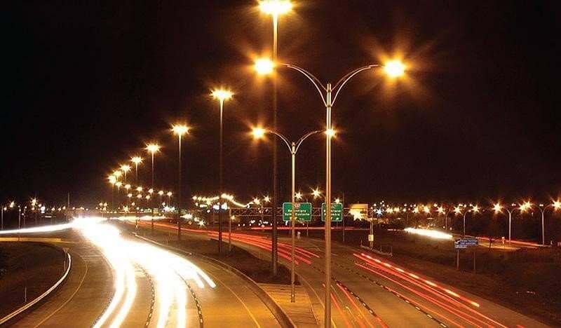 Ánh sáng vàng dịu mắt giúp tầm nhìn tốt hơn khi di chuyển trên đường