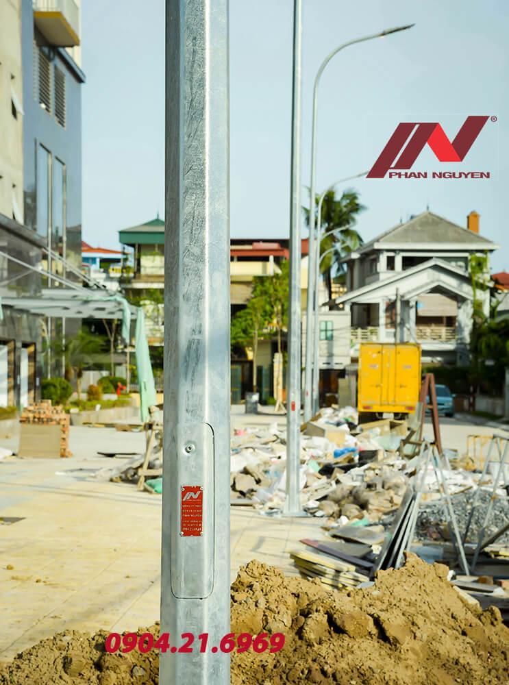 Cột đèn chiếu sáng đường phố Phan Nguyễn