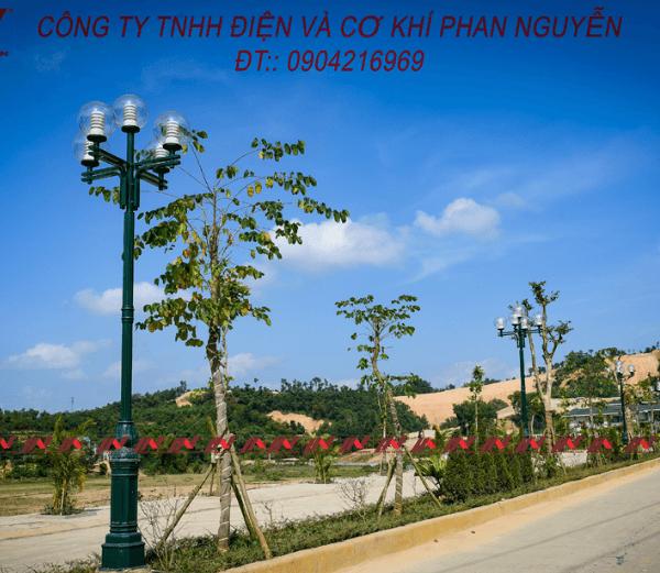 Cột đèn sân vườn Banian DC07 đế gang, thân nhôm định hình cao 3m
