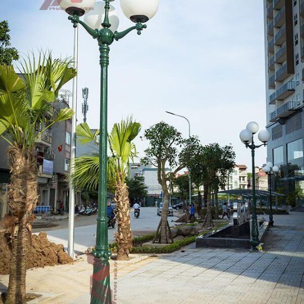 Cột đèn sân vườn Banian DC07 đế gang, thân nhôm định hình cao 5m