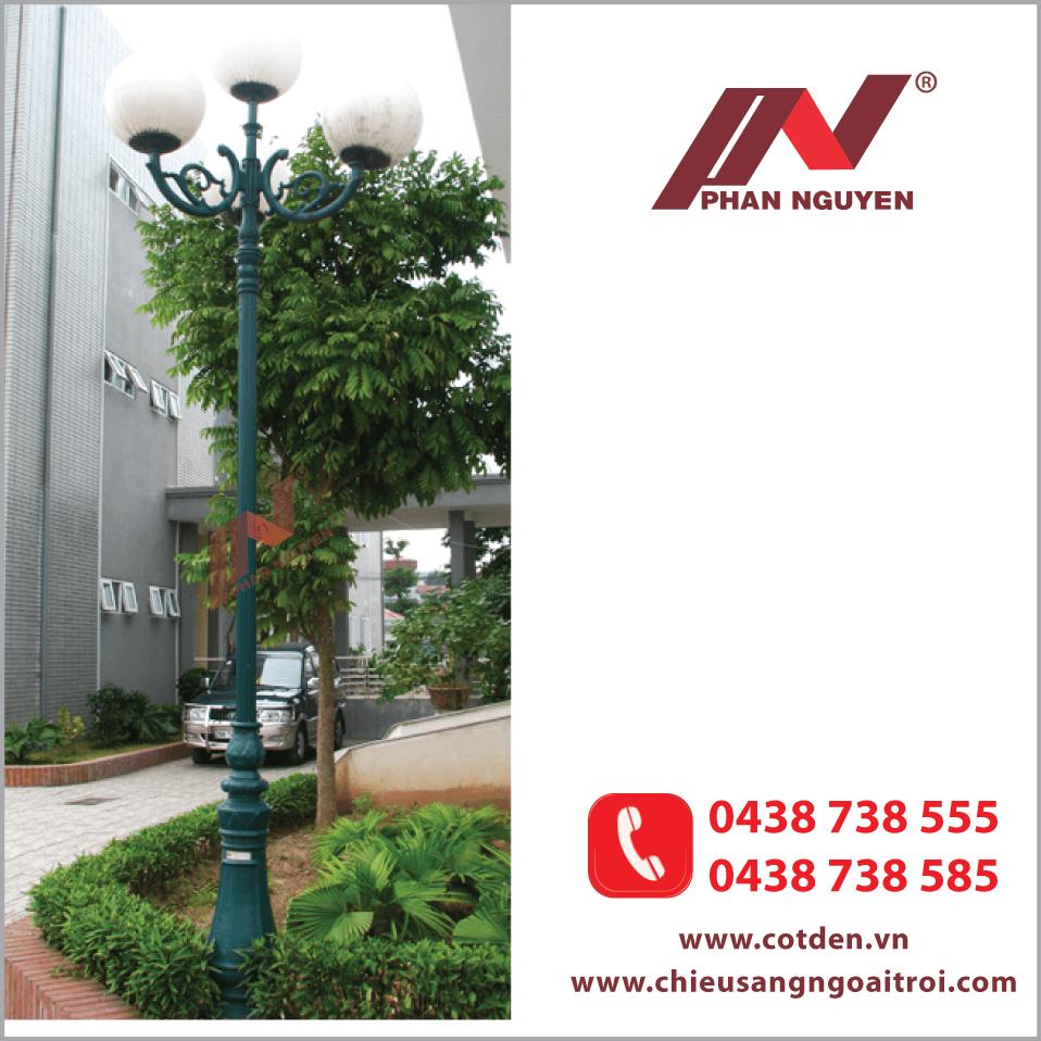Cột đèn sân vườn DC06 đế gang thân nhôm cao 2.6m
