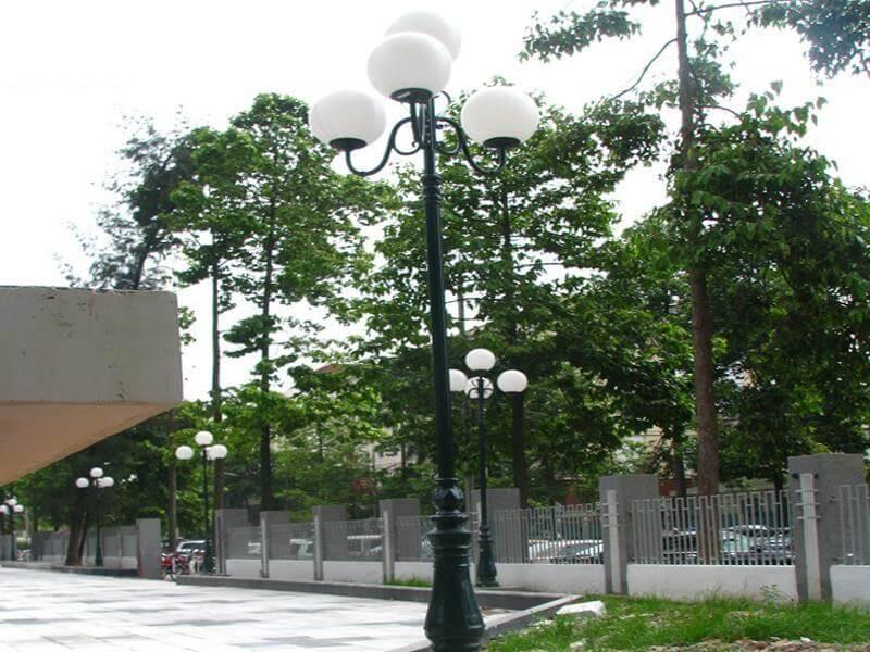 Cột đèn DC06 giúp tôn lên vẻ đẹp cho các công trình