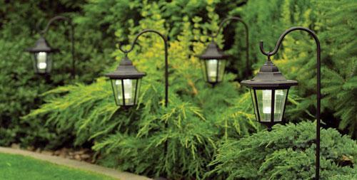 Đèn lồng mang đến nét cổ kính cho khu vườn