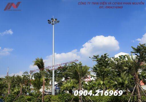 Phan Nguyễn chuyên sản xuất, cung cấp các sản phẩm cột đèn cao áp, cột đèn mạ thép
