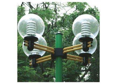 Tay chùm đèn có 4 bóng được thiết kế rất tinh tế