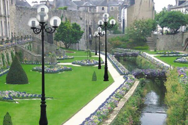 Cột đèn sân vườn DC06 lắp tay chùm 5 bóng chất lượng, giá tốt