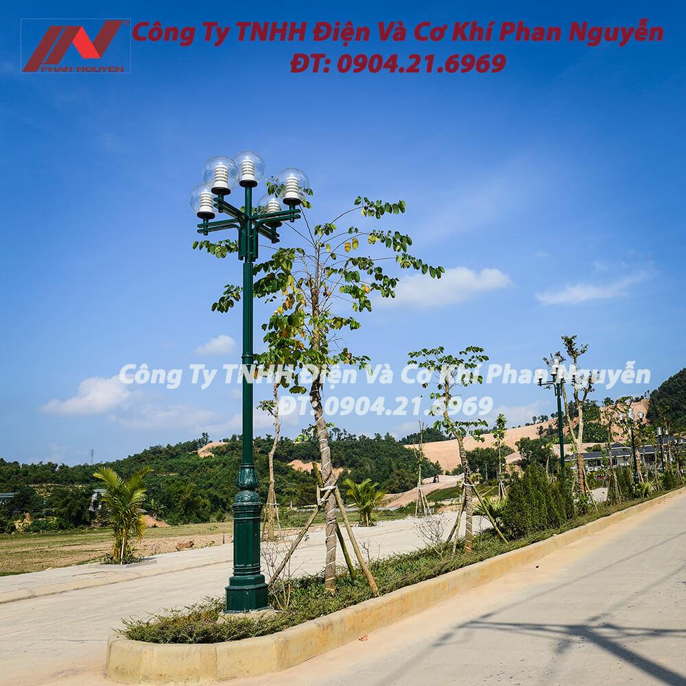 Cột đèn sân vườn DC05B đế gang thân nhôm lắp tay chùm CH04 - 5 bóng