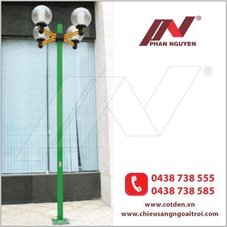 Cột đèn sân vườn Arlequin đế gang thân nhôm lắp tay chùm CH04 – 3 bóng