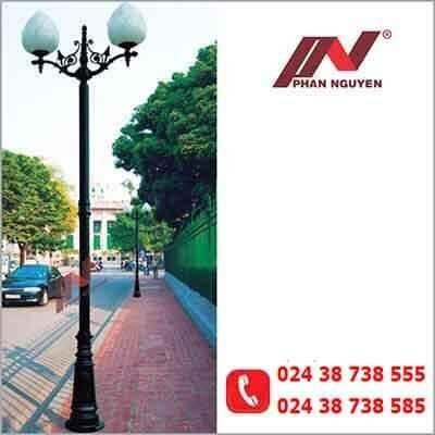 Cột đèn sân vườn PINE đế gang thân nhôm lắp tay chùm CH09 – 2 bóng treo