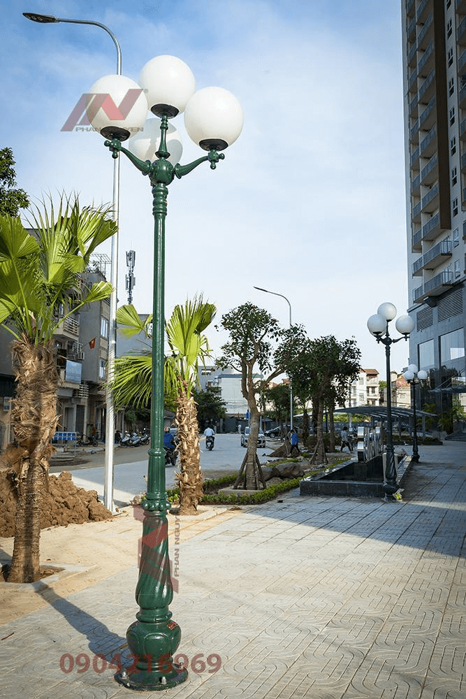 Cột đèn sân vườn Banian DC07 đế gang thân nhôm lắp tay chùm CH07 - 4 bóng