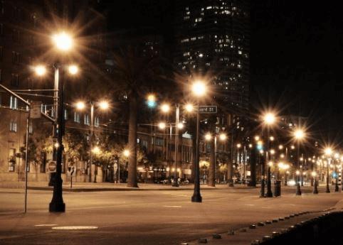 Cột đèn sân vườn PINE lắp tay chùm 5 bóng được lắp đặt rất nhiều tại các tuyến phố