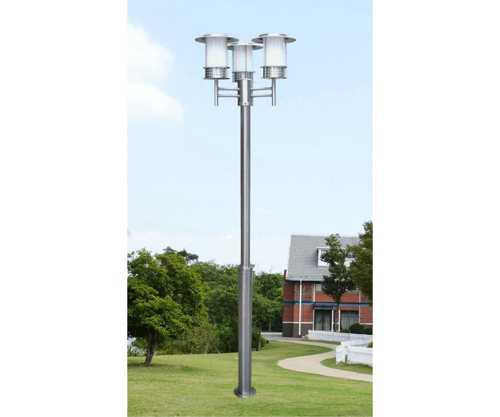 Cột đèn sân vườn làm bằng thép lắp 3 bóng được ưa chuộng trên thị trường
