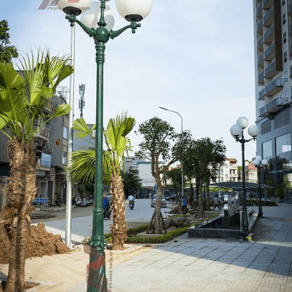 Cột đèn sân vườn Banian DC07 đế gang thân nhôm lắp tay chùm CH06 – 5 bóng