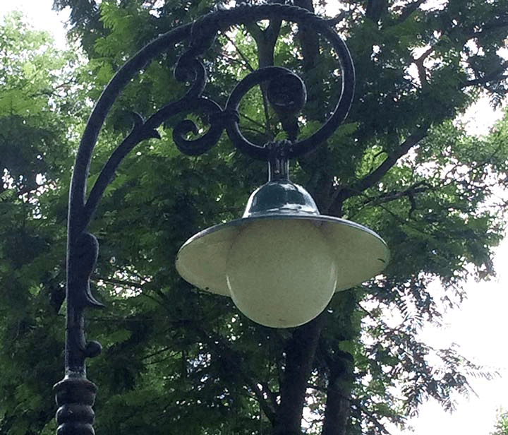 Đèn mai chiếu thủy có tính thẩm mỹ cao, chống thấm nước tốt.