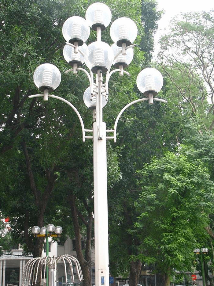 Thân cột đèn DC20-9 được thiết kế từ chất liệu bằng thép mạ kẽm