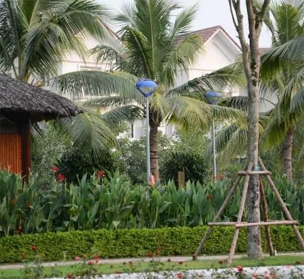 Cột đèn sân vườn Arlequin lắp Đèn con mắt