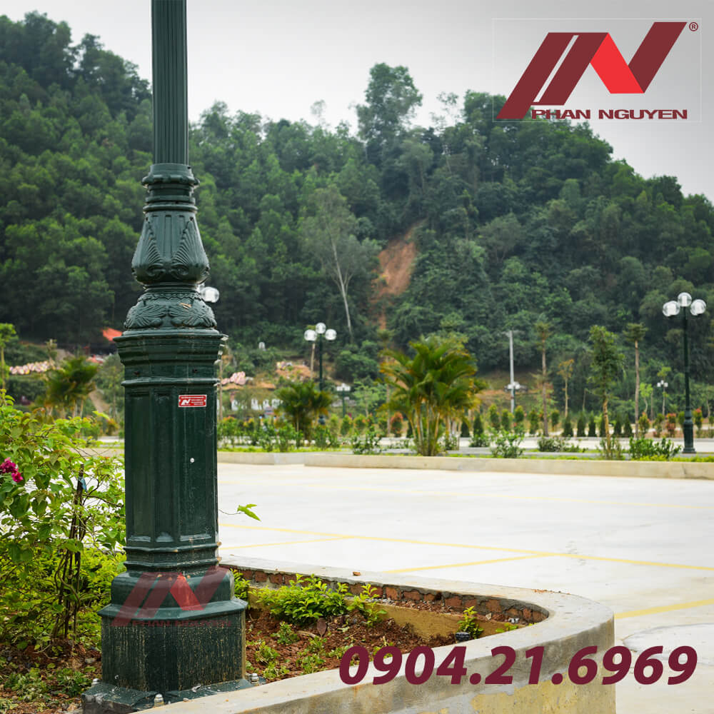 Cột đèn sân vườn DC05B có thiết kế cao cấp, chất liệu vượt trội, thích hợp cho nhiều không gian thiết kế khác nhau
