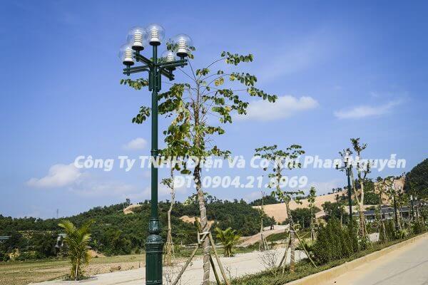 Cột đèn sân vườn DC05B đế gang thân nhôm lắp tay chùm CH02 - 4 bóng