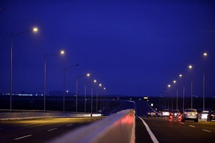 Đèn chiếu sáng siêu tốt giúp nhận diện vật chiếu sáng ở cự ly xa