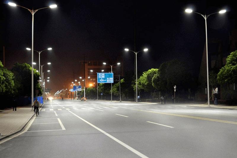 Đèn đảm bảo cung cấp đủ ánh sáng và an toàn cho người dùng