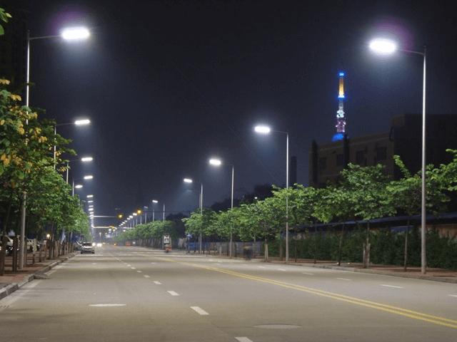 Đèn được lắp cho các loại cột đèn chiếu sáng có chiều cao 9 - 12m.