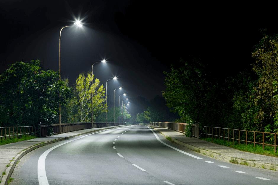 Đường phố trở nên sáng rõ hơn nhờ hệ thống đèn led hiện đại