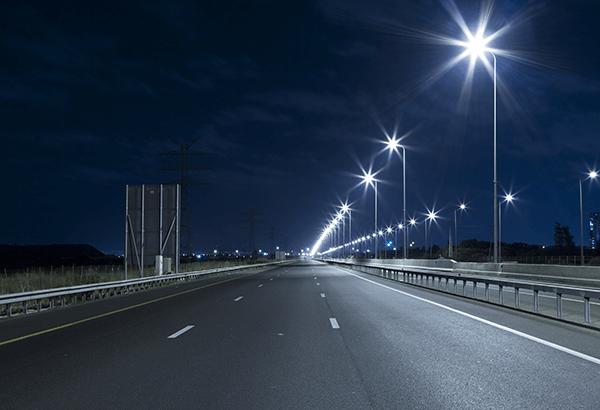 Khoảng cách lắp đèn LED cao áp đối với đường rộng lắp trên dải phân cách
