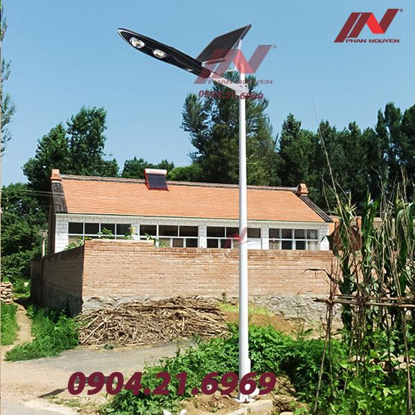 Đèn đường led cao áp 100w PNL 02 lắp tấm pin năng lượng mặt trời