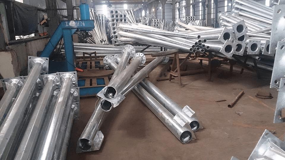 Phan Nguyễn địa chỉ sản xuất cột đèn pha cao áp chất lượng, giá tốt