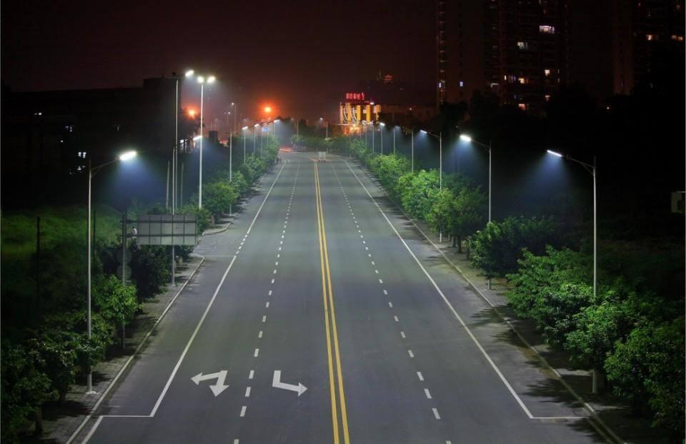 Đèn đường led có tuổi thọ lên đến 50000h và tiết kiệm điện năng lên đến 80%