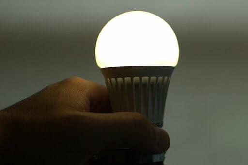 Để xử lý tình trạng bóng đèn mờ đi cần biết rõ nguyên nhân