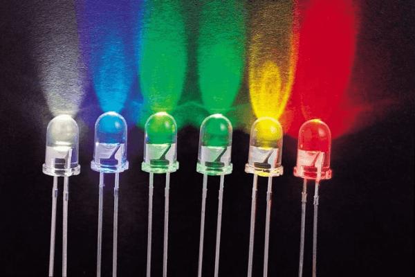 Tùy vào điều kiện môi trường không giống nhau, độ sáng rọi của bóng đèn sẽ khác nhau
