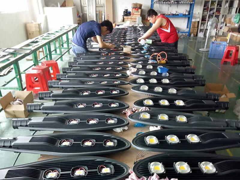 Xưởng sản xuất - lắp ráp đèn Led Phan Nguyễn