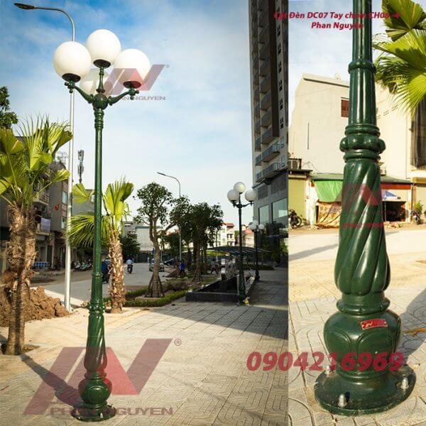 Cột đèn sân vườn 4 bóng đẹp sang trọng - hiện đại
